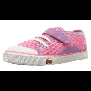 See Kai Run Saylor water sneaker Sz 9